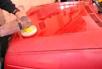 Полировка автомобиля после покраски.